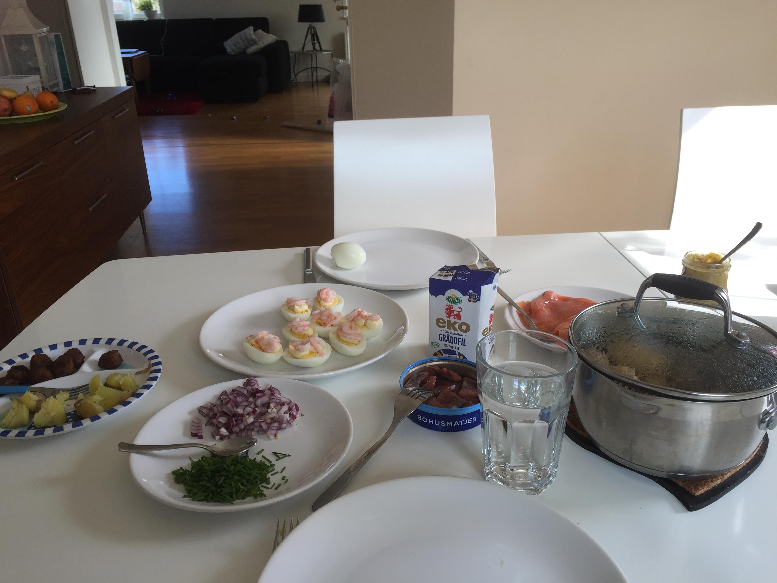 Ägghalvor med majonnäs och räkor, mums!