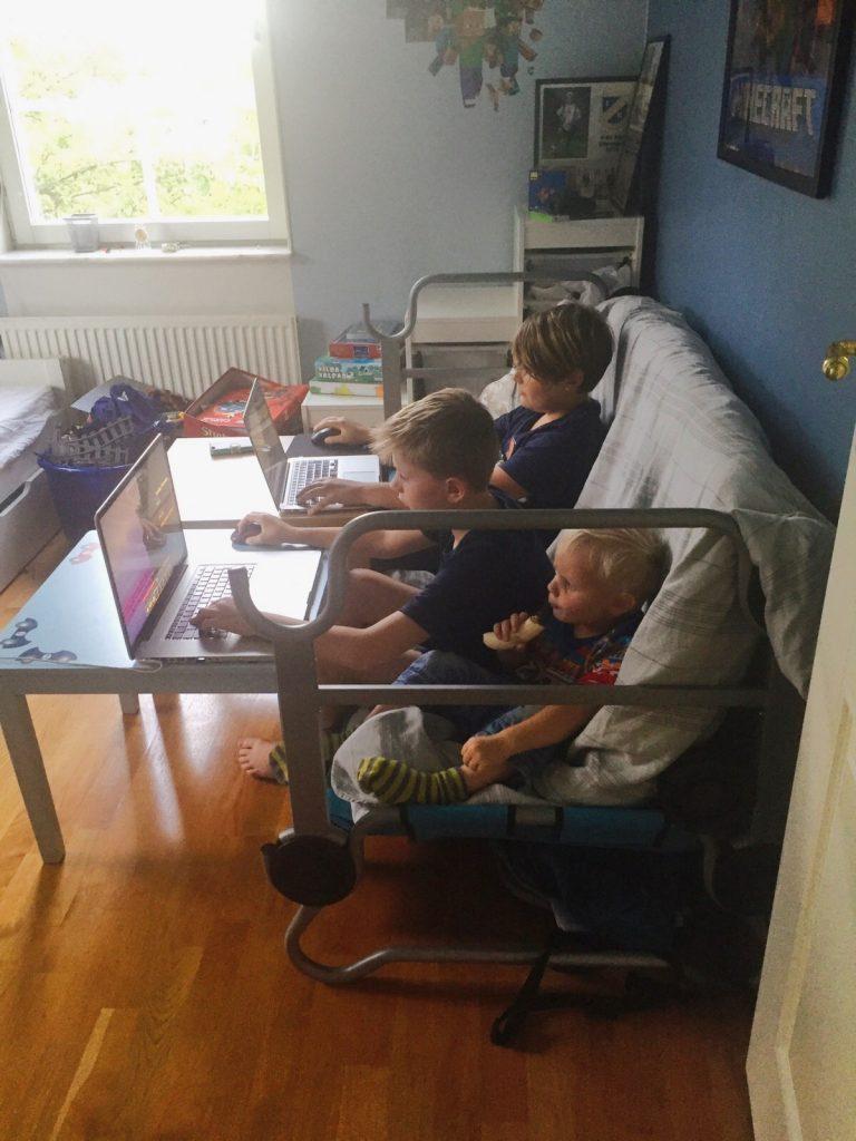 Perfekt att sitta i när man spelar på datorn eller tittar på film tycker barnen.