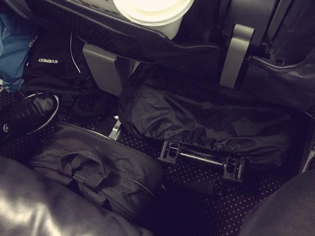 Babyzen Yoyo på flyg vid fötterna.