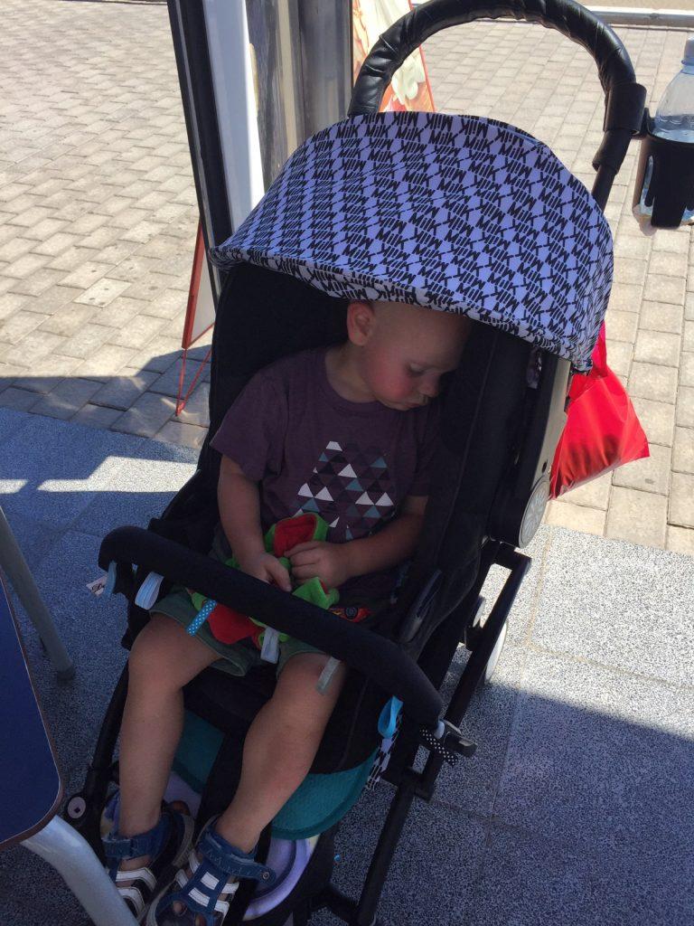 Babyskydd i barnvagn